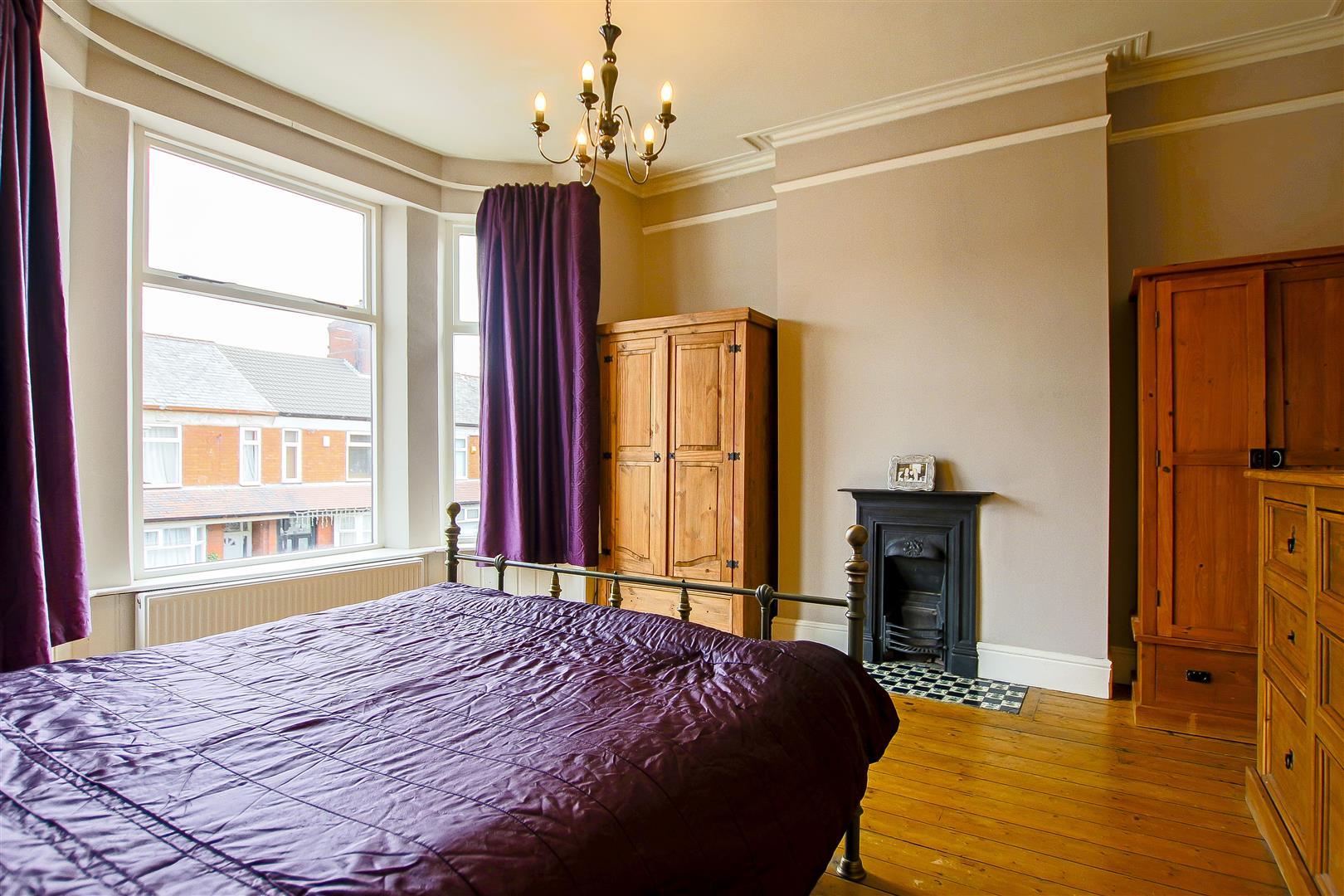 4 Bedroom Semi-detached House For Sale - 8.jpg